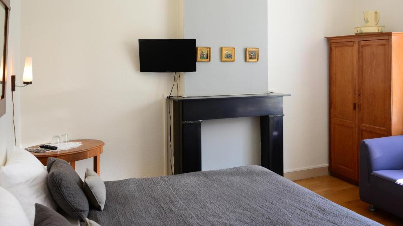 Standaard kamer met douche hotel pastis - Kamer met douche in de kamer ...